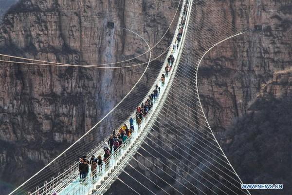 Chiêm ngưỡng hình ảnh kỳ vĩ của cầu kính dài nhất thế giới - Ảnh 7.