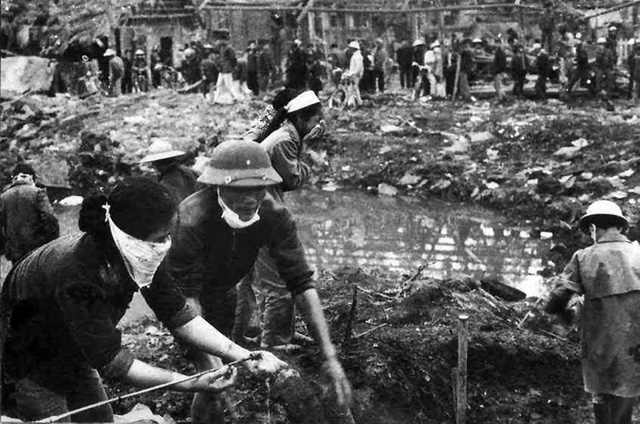 Phố Khâm Thiên sau trận bom B - 52 tháng 12/1972. Ảnh: tư liệu