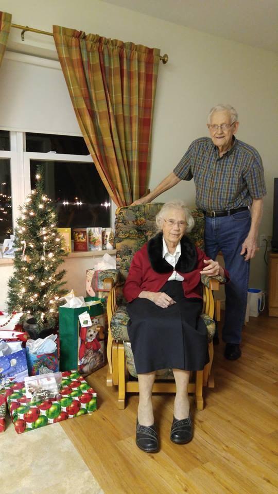 Không phải cái chết, chính việc đau lòng này đã khiến đôi vợ chồng lần đầu rời xa sau 73 năm chung sống - Ảnh 1.