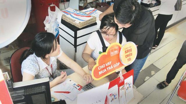 Người Sài Gòn mượn tiền xài thoải mái, không ngán lãi 'khủng'?