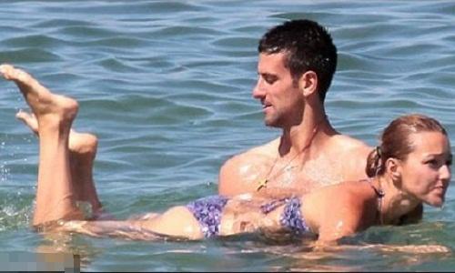 Dạy bạn gái học bơi