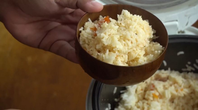Chàng trai bảo mọi người cho cả quả cà chua vào nồi cơm điện như mình, ai làm theo cũng khen nức nở - Ảnh 4.