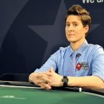 Cô gái 33 tuổi chơi bài poker giỏi nhất thế giới về làm việc cho quỹ đầu cơ