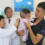 Ghép tế bào gốc cứu sống ngoạn mục bé trai sinh non bị xơ phổi