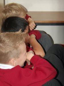 Giúp trẻ tự vệ trước hành vi lạm dụng tình dục - Ảnh 1.