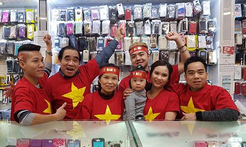 Người Việt 5 châu thổn thức cùng tuyển U23 trước trận chung kết