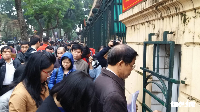 Nhiều người nước ngoài đến dự phiên xử ông Đinh La Thăng - Ảnh 10.