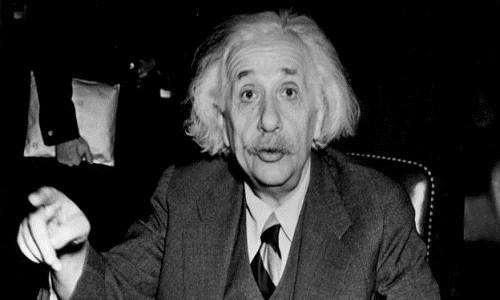Einstein thường đi bộ đến chỗ làm. Ảnh: BBC.