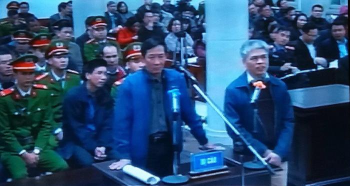 Những tình tiết khó quên trong phiên xét xử ông Đinh La Thăng - Ảnh 2.