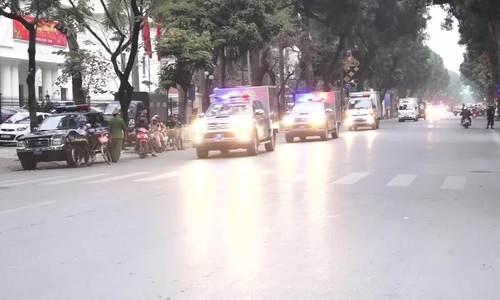 Đoàn xe chở ông Đinh La Thăng, Trịnh Xuân Thanh đến tòa đợi tuyên án