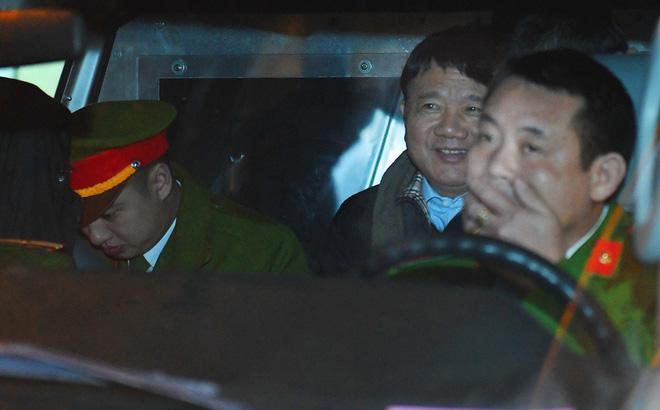 Ông Đinh La Thăng tươi cười rời toà sau ngày xét xử thứ 4