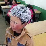 Trời rét kỷ lục, tóc một học sinh bị đông đá và câu chuyện phía sau khiến ai cũng phải bật khóc
