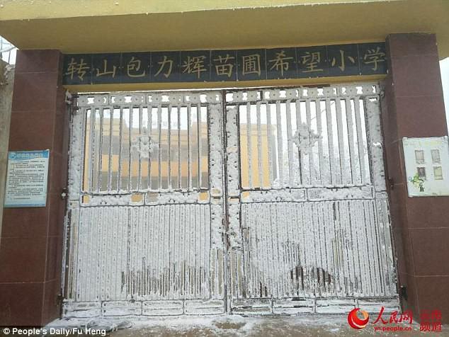 Trường học bị băng tuyết vì thời tiết - 9 độ C.