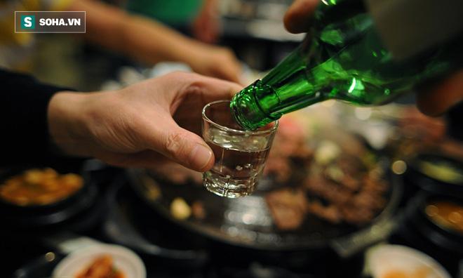 Coi chừng tổn thương gan vì loại đồ uống nhiều người thích vào dịp Tết - Ảnh 1.