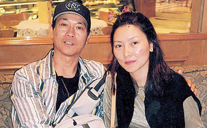 """Lấy vợ là xã hội đen máu mặt, tài tử phong lưu nức tiếng Hong Kong sợ vợ như """"sợ cọp"""""""