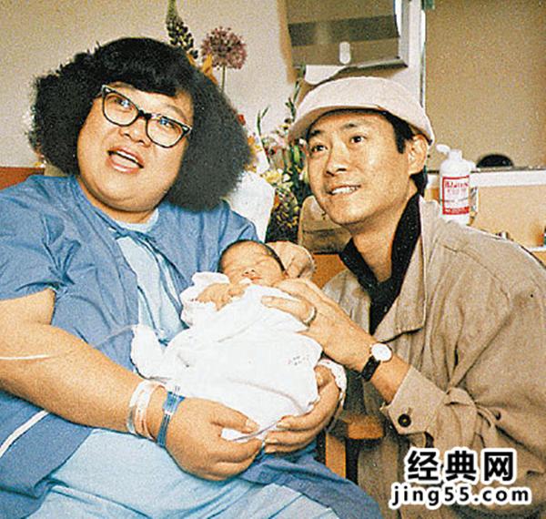 Lấy vợ là xã hội đen máu mặt, tài tử phong lưu nức tiếng Hong Kong sợ vợ như sợ cọp - Ảnh 2.