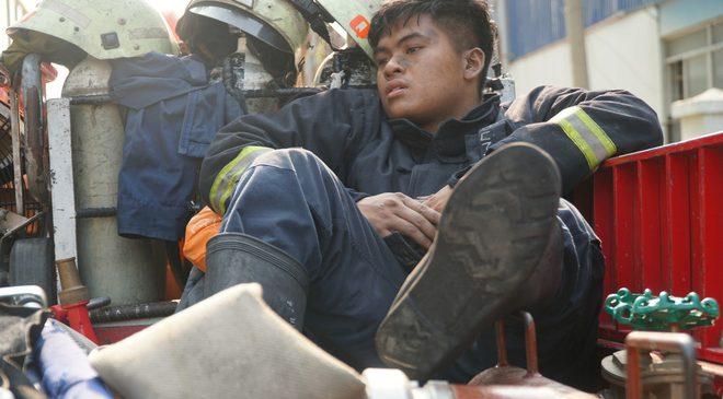 Vụ cháy chung cư sài gòn làm 13 người chết: Cảnh sát PCCC cứu sống hàng trăm người trong chung cư Carina