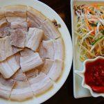 Để thịt luộc thơm và trắng, bạn chỉ cần thêm những nguyên liệu này