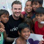 Đang phát quà từ thiện cho trẻ nhỏ, một người đàn ông lao tới ngăn cản bởi vì…