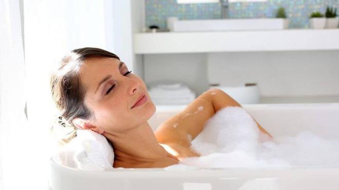 Thói quen tắm trước khi ngủ là tốt hay xấu: Chuyên gia khuyên cách tắm có lợi nhất - Ảnh 4.