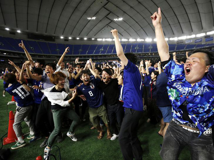Nhật báo động vì quá nhiều người xem World Cup đi tiểu cùng lúc - Ảnh 1.