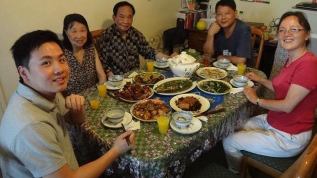 Ăn thịt cất trữ trong tủ lạnh quá lâu, 5 người trong gia đình phải nhập viện cấp cứu